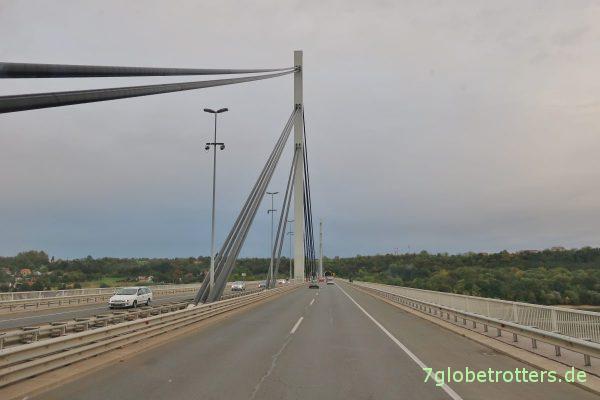Novi Sad: Freiheitsbrücke über die Donau