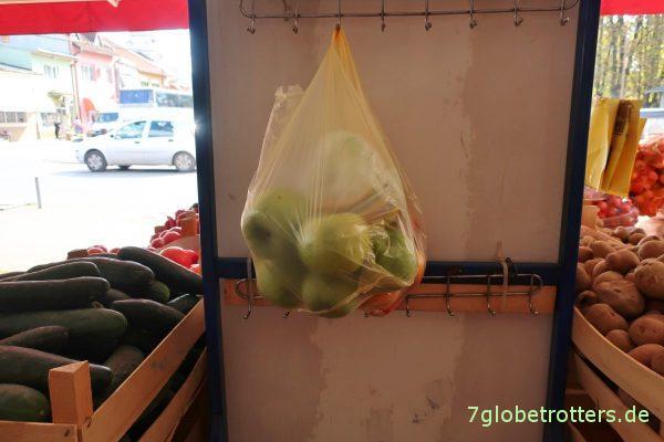 Lešnica: Parkplatz für unbezahlte Ware