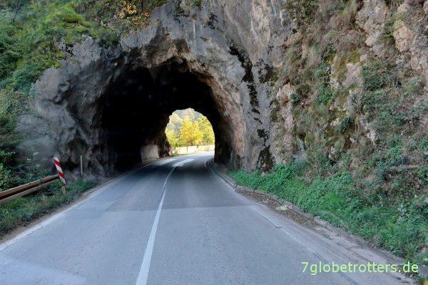 Bosnien-Herzegowina: Dunkler Tunnel am Drina-Durchbruch