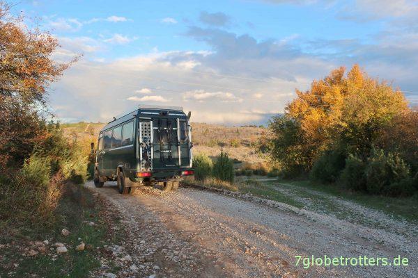 Bosnien-Herzegowina/Republika Srpska: MB 711 auf der Piste zwischen Čavarine und Parževići