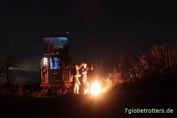 Bosnien-Herzegowina: Lagerfeuer im Minenfeld von Šenkovići, Republika Srpska