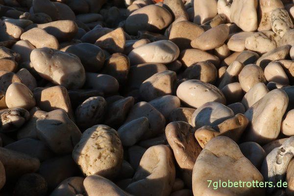 Typischer kroatischer Steinstrand in Podaca
