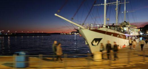 Abendlicher Hafen von Split