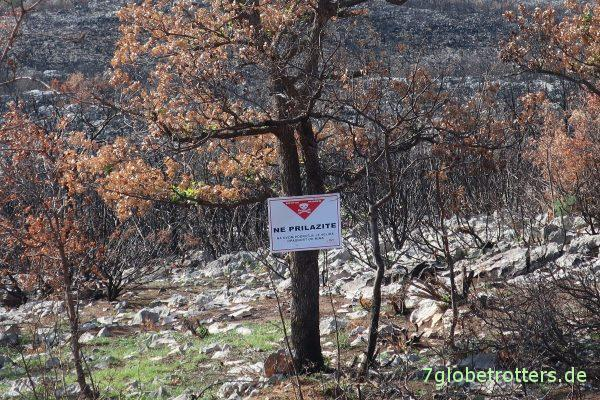 Kroatien: Minenwarnschild am Nugget Tsil