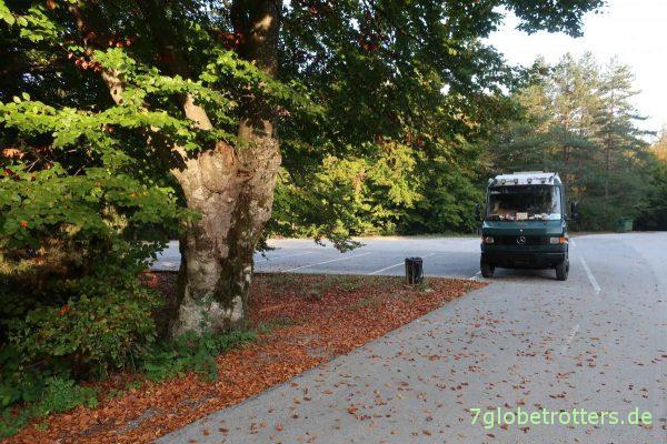Leerer Parkplatz Plitvicer Seen am Morgen