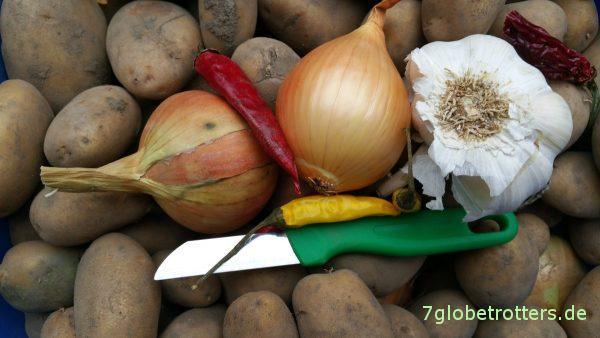 Kartoffeln, Zwiebel, Knoblauch und wütende Paprika