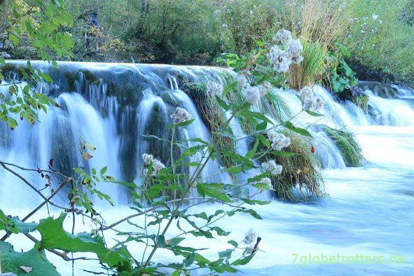 Miniwasserfall in den Jezero Gavanovac