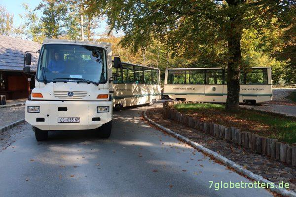 Unimog U 400 als Shuttlebus mit selbstlenkenden Anhängern