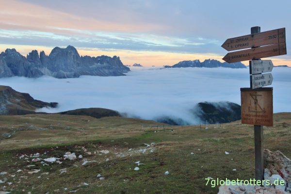 Rosengarten und Latemar über dem Nebel