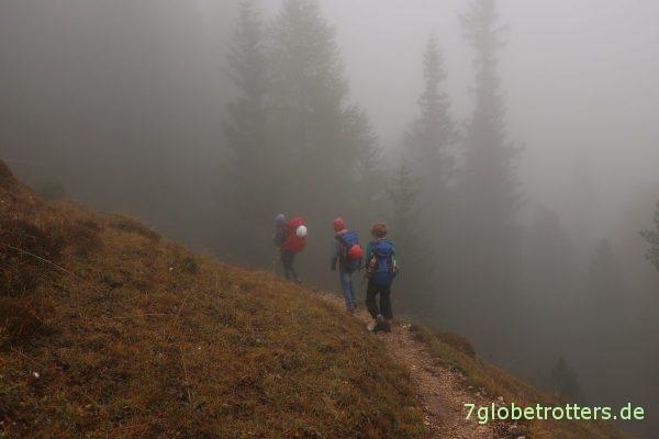 Abstieg vom Schlern im Nebel