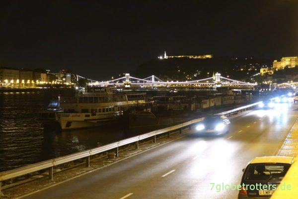 Budapest bei Nacht: Kettenbrücke, Gellertberg und Schloss