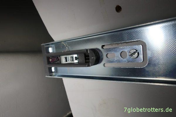 Einbau der Touch-to-open-Teleskopschienen