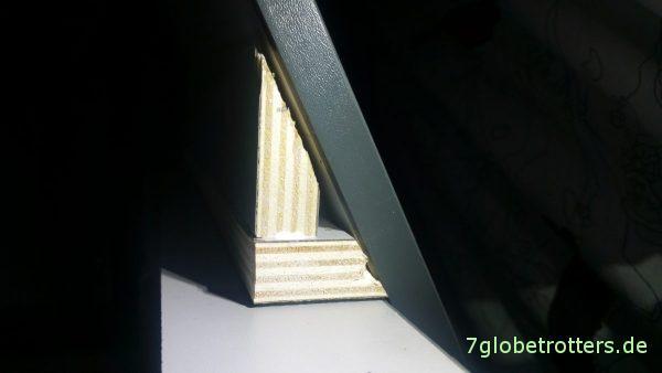 Einbau der Touch-to-open Vollauszüge am schrägen Küchenschrank