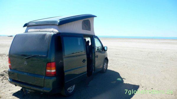 Frankreich 2008: Mercedes Vito mit Aufstelldach direkt auf dem Strand