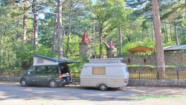 Ukraine 2012: Frei Campen mit dem Mercedes Vito F und dem Hymer Eriba Touring Puck bei Jalta