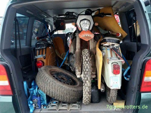 3 Mann und 3 Mopeds im Mercedes Vito F Westfalia MB 112