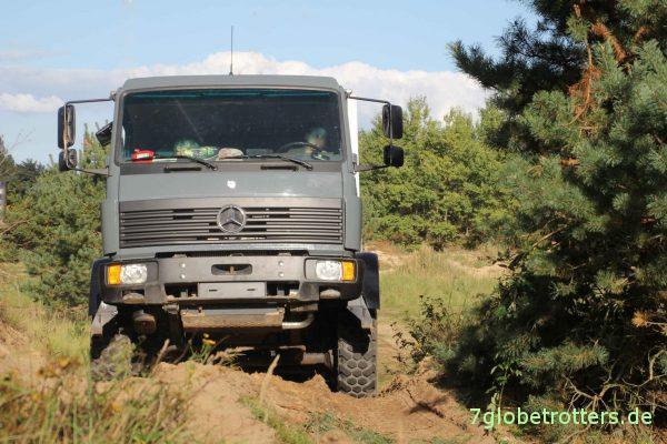 Offroad-Wohnmobil im Gelände: MB 1124 AF