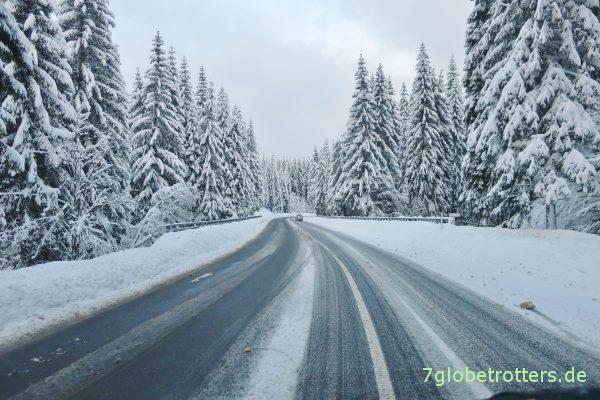 Winterliche Straßen im Riesengebirge