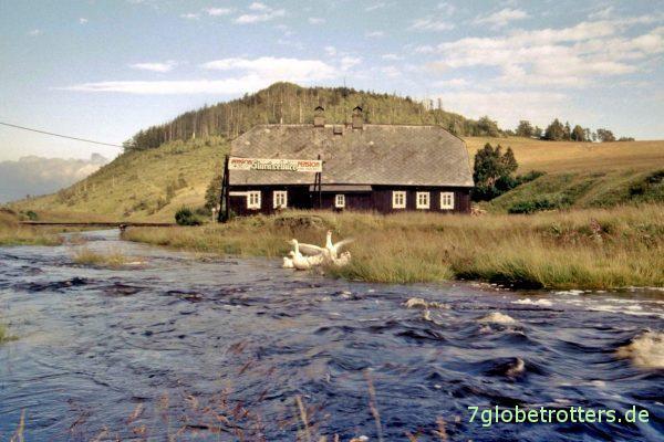 Jizerka 1993: Das alte Zollhaus mit dem Buchberg