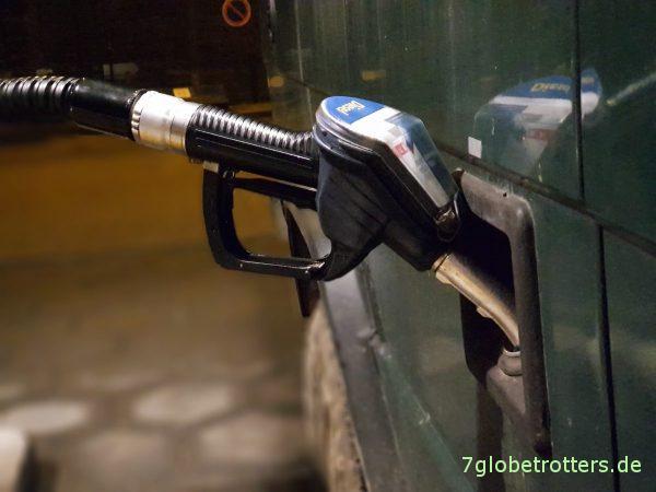 Erstmal 110 Liter Winterdiesel tanken.