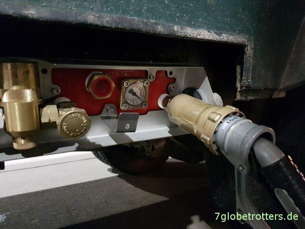 Gas tanken in der LPG-Anlage am Wohnmobil