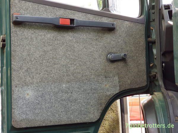 Zusätzlicher Stauraum im Wohnmobil: Seitenverkleidung der Türen nutzen für mehr Stauraum