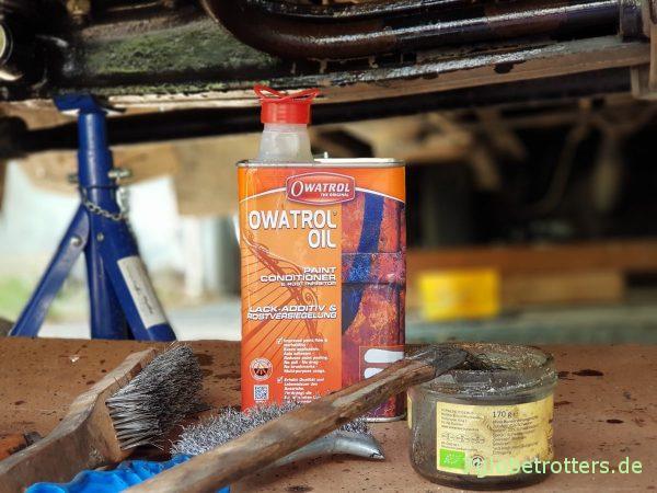 Unterbodenschutz am Wohnmobil erneuern: Grundierung mit Owatrol Öl, Brantho Korrux nitrofest