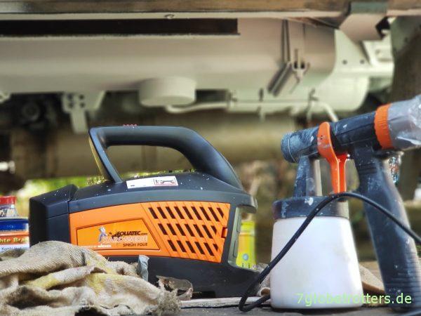 Rostschutz am Unterboden des Wohnmobils: Brantho Korrux nitrofest mit dem Foliatec Sprühsystem auftragen