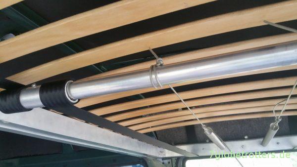 Ausziehbare Hubbett-Mechanik im Kastenwagen, Hubbett selbst bauen im Wohnmobil T2 Vario Sprinter