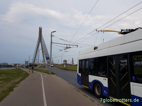 Lettland, Rigaer Bucht, Wohnmobilstellplatz Riga City Camping, Bären