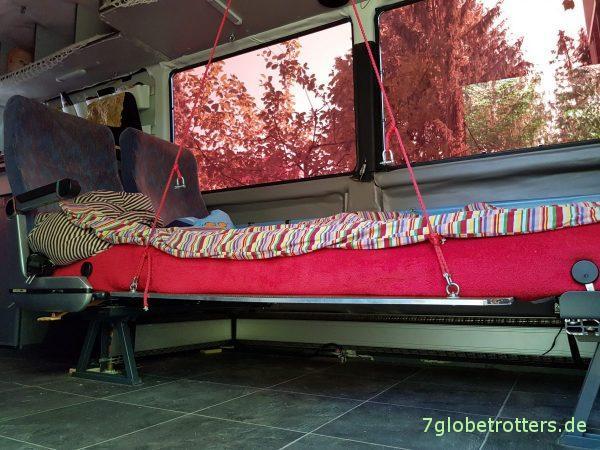 Beim Umbau der Sitzgruppe zum Doppelbett wird im Wohnmobil die Matratze feucht. Lösung ist eine unterlüftete Wohnmobilmatratze.