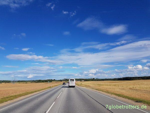 Lettland: Gravel Road mit dem MB 711 ohne Allrad, Wellblechpiste in Livland