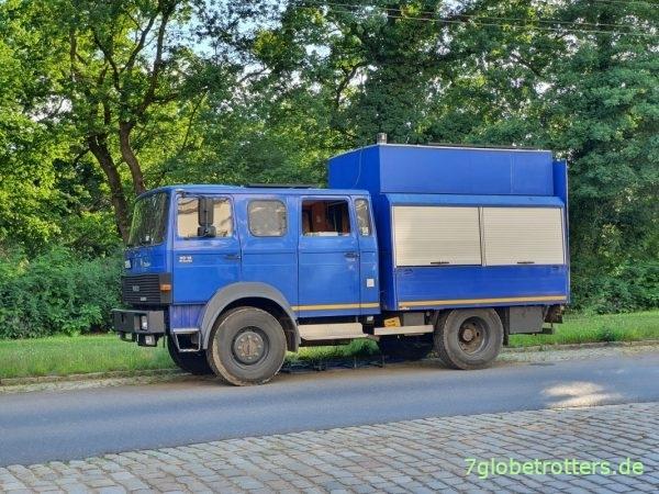 Iveco Magirus 90-16: Wohnmobil mit aufgestocktem THW-Koffer