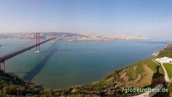Parken an der Christus-Statue Lissabon Cristo Rei, Fähre von Almada nach Lissabon, Brücke über den Tejo