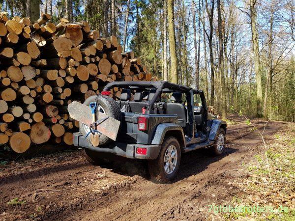 Jeep im Wald, Jeep goes green, Wiederaufforstung