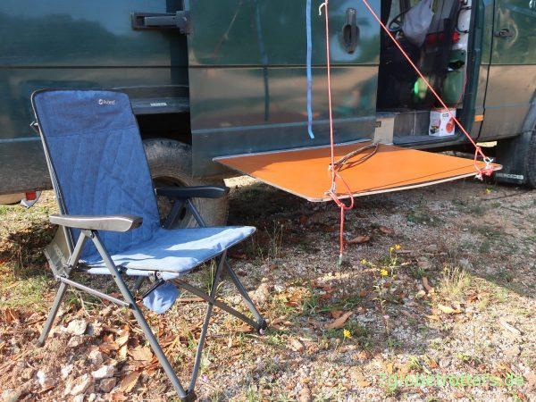 Außensitzgruppe mit verklebten Haltern für den Innentisch und Outwell Campingstühlen