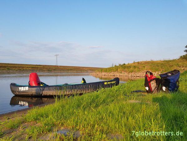 Ausrüstung beim Wasserwandern mit Kindern, Packliste Paddeln, wasserdichte Ortlieb Taschen, Wagen