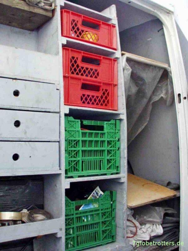 Möbelbau im Wohnmobil mit Kistenregalen