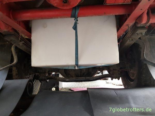 Zusatzwassertank unter dem Wohnmobil nachrüsten am Mercedes T2N