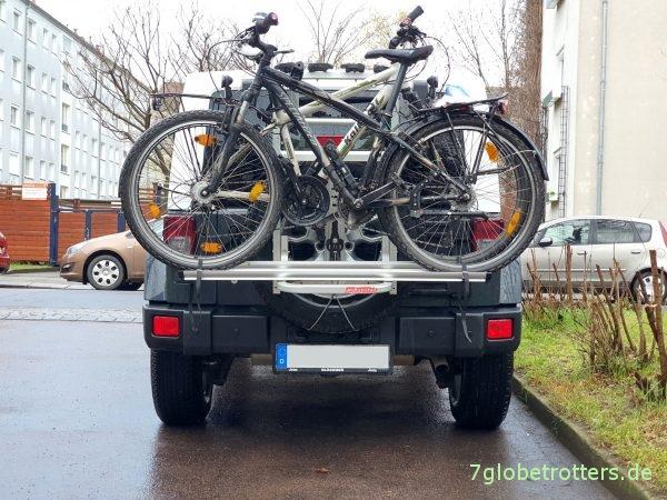 Fahrradträger Fabbri portatutto auf dem Jeep Wrangler mit 2 Fahrrädern