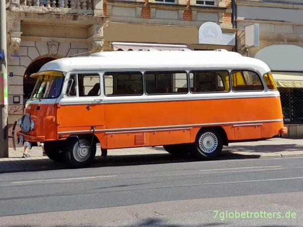 IFA Robur LO 2500 Bus aus 1968 in Kuba-Orange