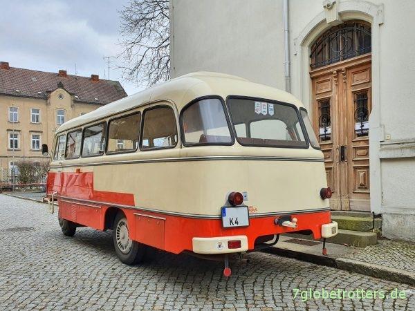 IFA Robur LO 3000 Bus B21 aus 1978 mit Export-Zweifarblackierung