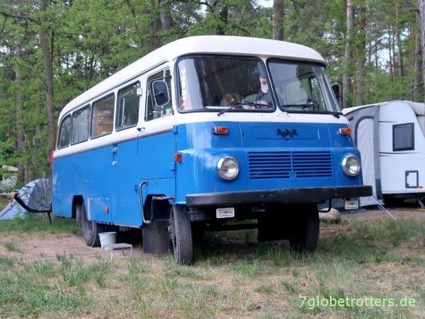 Robur LO 3000 Bus in blau-weiß als Camper