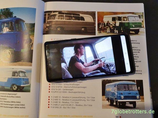 Aljoscha Rompe hat Spaß im Robur Bus Wohnmobil