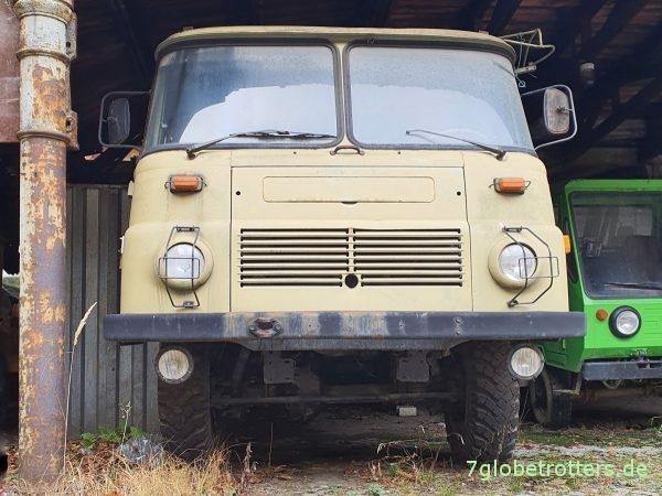 Robur LO 3000 mit Öffnung zum Motor ankurbeln im Kühlergrill