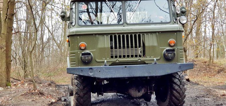 GAZ-66 Allrad, kippbares Fahrerhaus von vorn