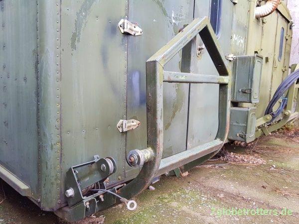 Ersatzradträger mit Seilzug am KUNG-Koffer vom GAZ oder ZIL (Ural: hydraulisch)