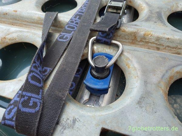 Sandblechhalter auf der Motorhaube - Fittinge