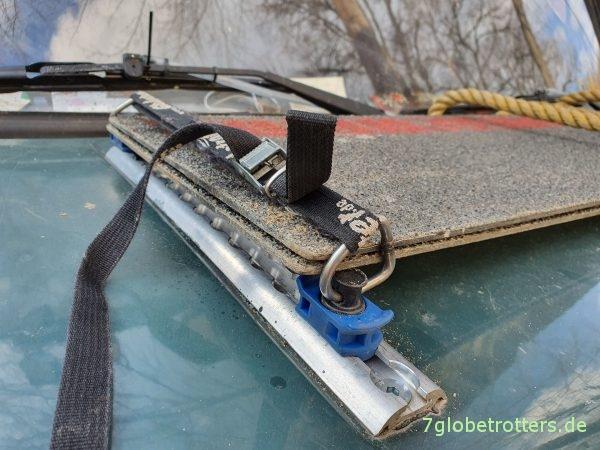 GfK-Bleche auf der Motorhaube des MB 711