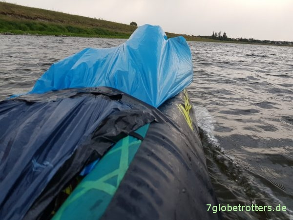 Kaufberatung Familien-Kanu: Wetterschutz bei offenen Paddelbooten mit Mülltüten